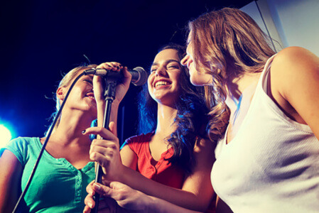 Karaoke Night Newcastle for your hen weekend with hen Maximise