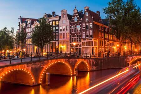 Vi vil organisere din polterabend i Amsterdam, opdager vores pakker, eller vælg dit eget program