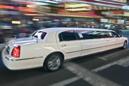 Lincoln Limo & Strip in Prag mit Crazy-Junggesellinnenabschied