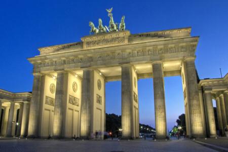 Upptäck Crazy Svensexas ultimata festdestination Berlin! Här kan ni festa 24h i sträck! Se alla våra erbjudanden!