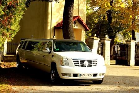 Cadillac Escalade (17pers) pour mon EVG à Cracovie | Enterrement de vie de garçon | idée enterrement de vie de garçon | activité enterrement de vie de garçon | idée evg | activité evg
