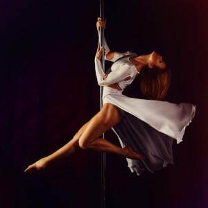 Atelier Pole Dance + Strip pour mon EVJF à Porto | Enterrement de vie de jeune fille | idée evjf | idée enterrement de vie de jeune fille | activité evjf |activité enterrement de vie de jeune fille