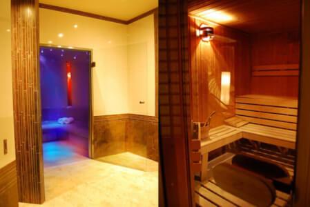 Pools & Sauna |JGA in Hamburg | Crazy-Junggesellinnenabschied
