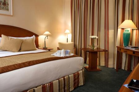 4-Star Hotel Lake