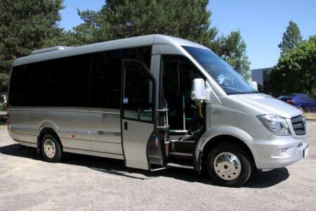Transfert en minibus pour mon EVG à Prague | Enterrement de vie de garçon | idée enterrement de vie de garçon | activité enterrement de vie de garçon | idée evg | activité evg