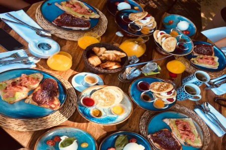 Brunch with Bottomless Prosecco London for your stag weekend with stag Maximise