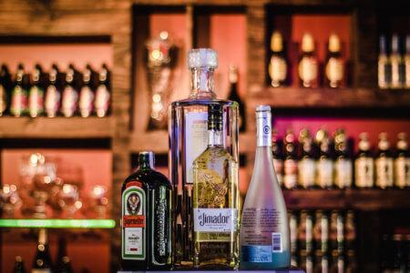 Bar Lounge & Bouteilles  pour mon EVG à Naples | Enterrement de vie de garçon | idée enterrement de vie de garçon | activité enterrement de vie de garçon | idée evg | activité evg