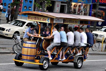 Beer bike enterrement de vie de garçon à Bruxelles avec Crazy EVG