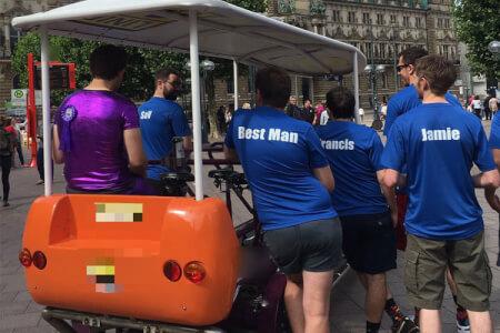 Beer Bike Géant pour mon EVG à Hamburg | Enterrement de vie de garçon | idée enterrement de vie de garçon | activité enterrement de vie de garçon | idée evg | activité evg