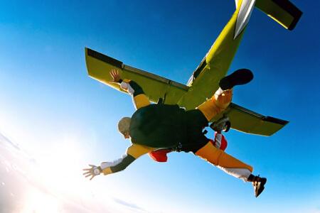Saut en parachute à Hvar avec Crazy EVG