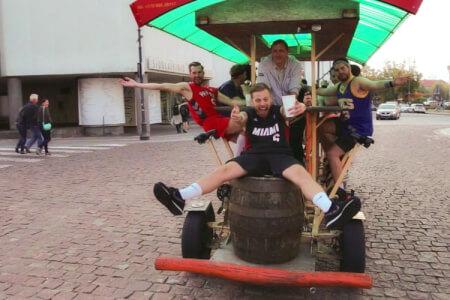 Beer Bike  pour mon EVG à Vilnius | Enterrement de vie de garçon | idée enterrement de vie de garçon | activité enterrement de vie de garçon | idée evg | activité evg