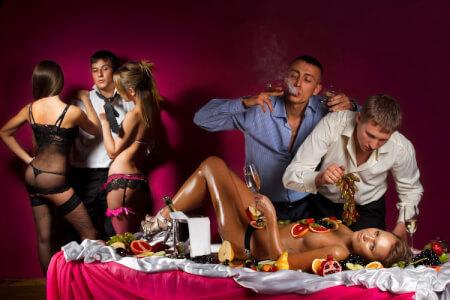 Dîner Steak & Striptease pour mon EVG à Prague | Enterrement de vie de garçon | idée enterrement de vie de garçon | activité enterrement de vie de garçon | idée evg | activité evg