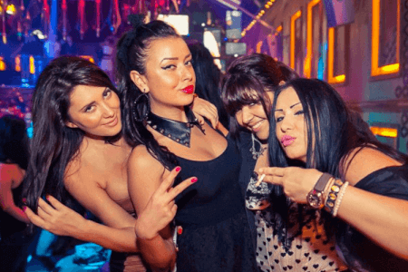 Party Bus Bar Crawl Manchester for your hen weekend with hen Maximise