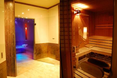 Sauna pour mon EVG à Crazy Villa La Loupe | Enterrement de vie de garçon | idée enterrement de vie de garçon | activité enterrement de vie de garçon | idée evg | activité evg