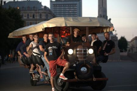 Beer Bike pour mon EVG à Berlin | Enterrement de vie de garçon | idée enterrement de vie de garçon | activité enterrement de vie de garçon | idée evg | activité evg