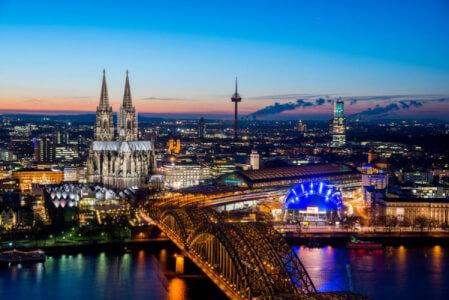 Avec Crazy EVG organisez votre enterrement de vie de garçon à Cologne, découvrez nos packages d'activités ou choisissez votre programme à la carte.