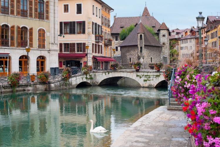 Crazy-Weekend organise votre weekend entre potes à Annecy, découvrez nos packages ou choisissez votre programme à la carte.