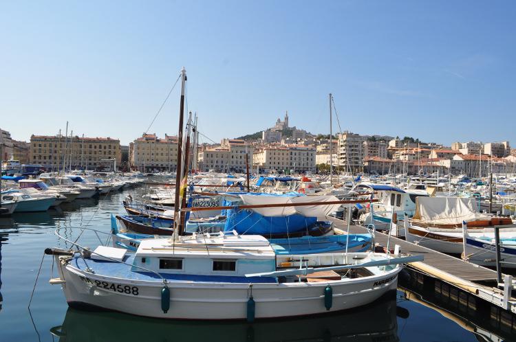 Crazy-Séminaire organise votre séminaire d'entreprise ou voyage incentive sur mesure à Marseille. Nos activités insolites faciliteront le team building.