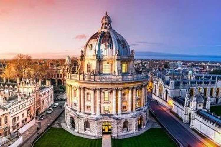 Posh as you like! Oxford has plenty of old-school charm for your hen party, as well as loads of hen weekend activities, nightlife and accommodation options. You pick and Maximise will perfect.
