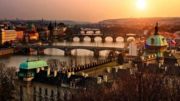 Crazy-Weekend  organise votre voyage de groupe à Prague, découvrez nos packages ou choisissez votre programme à la carte.