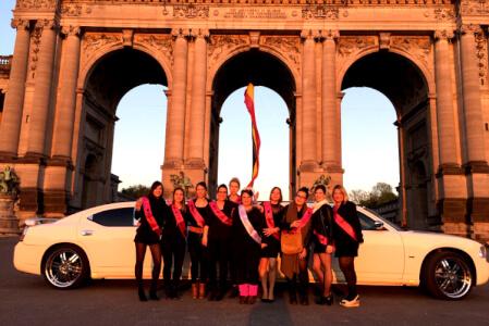 Dodge limousine (10pers) pour mon EVJF à Bruxelles | Enterrement de vie de jeune fille | idée evjf | idée enterrement de vie de jeune fille | activité evjf |activité enterrement de vie de jeune fille