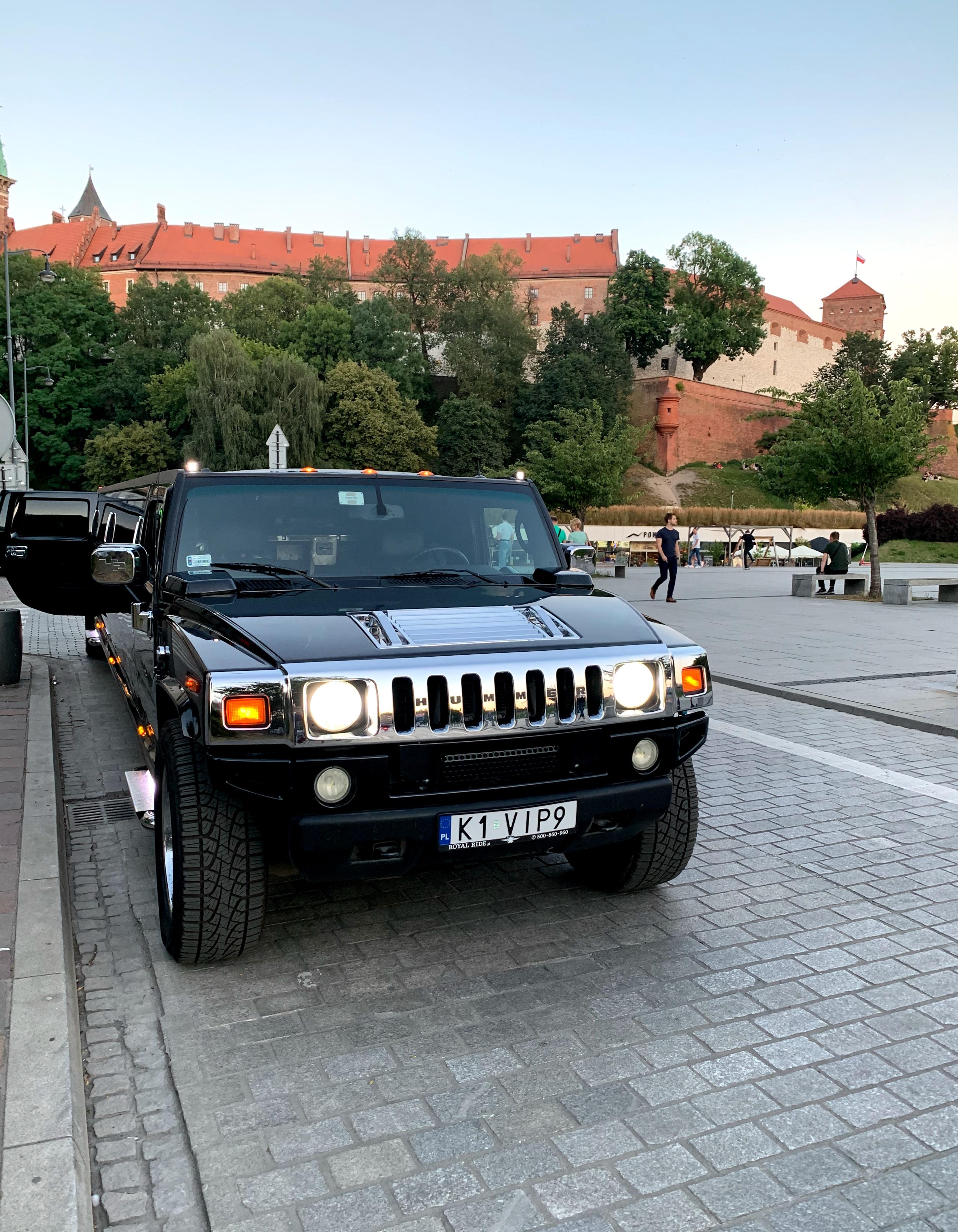 Hummer Limo (22pers)  pour mon EVG à Cracovie   Enterrement de vie de garçon   idée enterrement de vie de garçon   activité enterrement de vie de garçon   idée evg   activité evg
