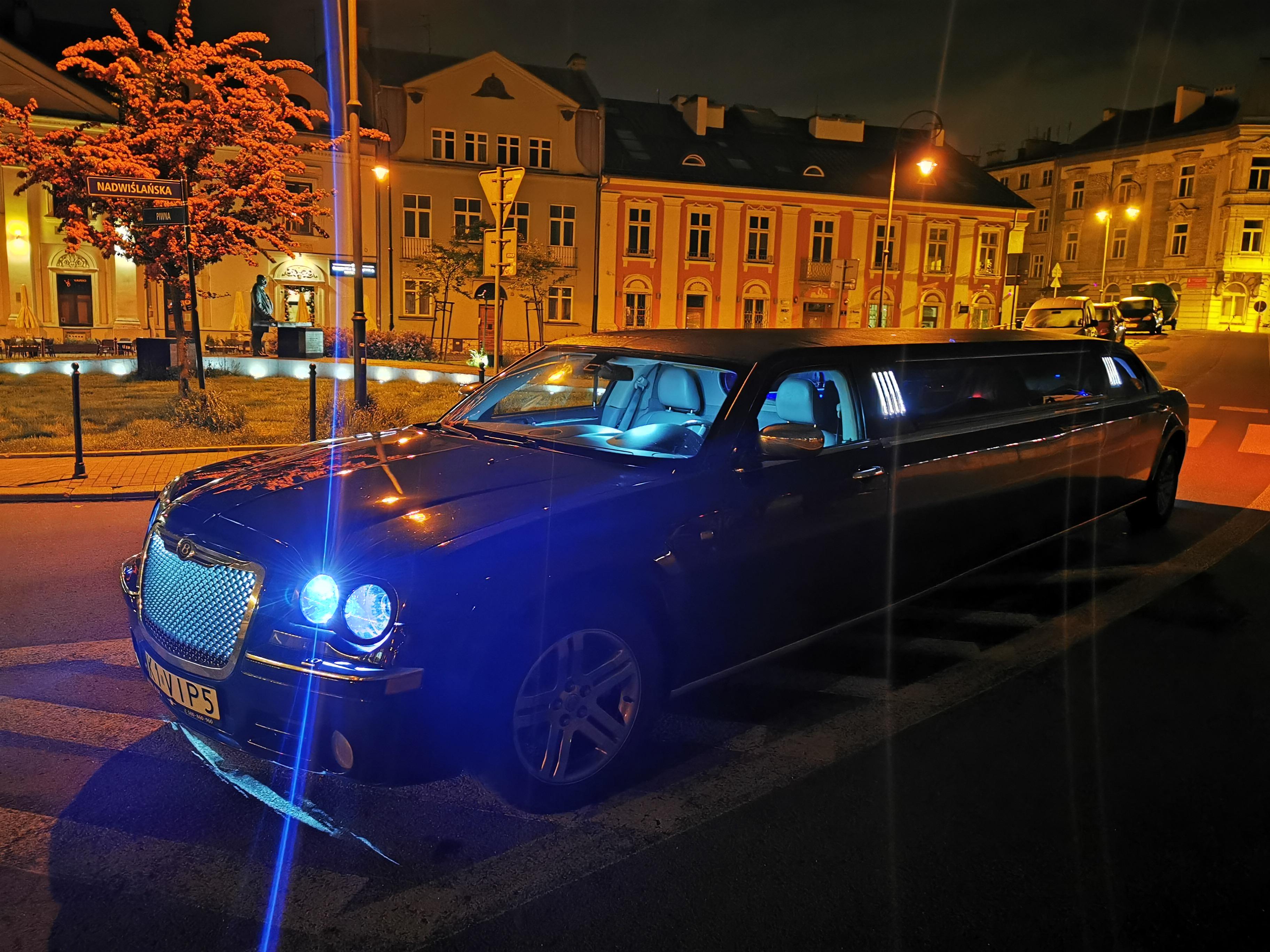 Transfert Chrysler Limo pour mon EVG à Cracovie   Enterrement de vie de garçon   idée enterrement de vie de garçon   activité enterrement de vie de garçon   idée evg   activité evg