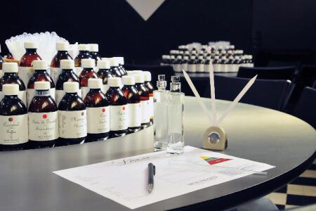 Atelier Parfum pour mon EVJF à Manchester - OFFLINE | Enterrement de vie de jeune fille | idée evjf | idée enterrement de vie de jeune fille | activité evjf |activité enterrement de vie de jeune fille