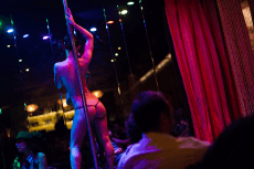 Bar crawl & Strip Club Entry for my Hamburg Stag Do | Maximise Stag Weekends