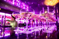 Boite VIP & bouteilles pour mon EVJF à Reims | Enterrement de vie de jeune fille | idée evjf | idée enterrement de vie de jeune fille | activité evjf |activité enterrement de vie de jeune fille