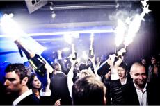 Club mit Tisch & Drinks für meinen JGA in Poznan    Junggesellenabschied