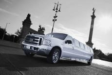 Ford Limousine pour mon EVG à Liège | Enterrement de vie de garçon | idée enterrement de vie de garçon | activité enterrement de vie de garçon | idée evg | activité evg