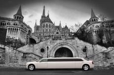 Limo Chrysler (8 pers)  pour mon EVJF à Porto | Enterrement de vie de jeune fille | idée evjf | idée enterrement de vie de jeune fille | activité evjf |activité enterrement de vie de jeune fille