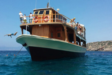 Private Catamaran Cruise for my Mallorca Hen Party | Maximise Hen Weekends