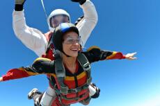 Saut en parachute  pour mon EVJF à Marseille | Enterrement de vie de jeune fille | idée evjf | idée enterrement de vie de jeune fille | activité evjf |activité enterrement de vie de jeune fille