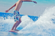 Simulation Surf  pour mon EVG à Bangkok | Enterrement de vie de garçon | idée enterrement de vie de garçon | activité enterrement de vie de garçon | idée evg | activité evg