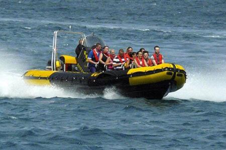 Speed Boat  pour mon EVG à Hamburg | Enterrement de vie de garçon | idée enterrement de vie de garçon | activité enterrement de vie de garçon | idée evg | activité evg