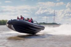 Speedboat  pour mon EVG à Düsseldorf | Enterrement de vie de garçon | idée enterrement de vie de garçon | activité enterrement de vie de garçon | idée evg | activité evg