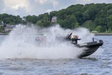Speedboat 1h pour mon EVG à Düsseldorf | Enterrement de vie de garçon | idée enterrement de vie de garçon | activité enterrement de vie de garçon | idée evg | activité evg