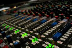 Studio d'enregistrement pour mon EVJF à Paris | Enterrement de vie de jeune fille | idée evjf | idée enterrement de vie de jeune fille | activité evjf |activité enterrement de vie de jeune fille