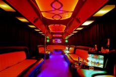 Transfert Party Bus pour mon EVG à Varsovie | Enterrement de vie de garçon | idée enterrement de vie de garçon | activité enterrement de vie de garçon | idée evg | activité evg